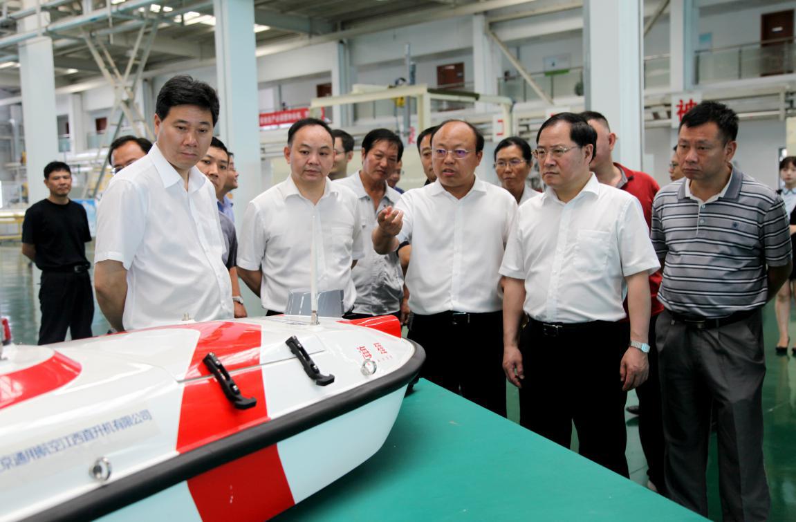 中央军民融合办公室常务副主任金壮龙一行考察江西直升机公司